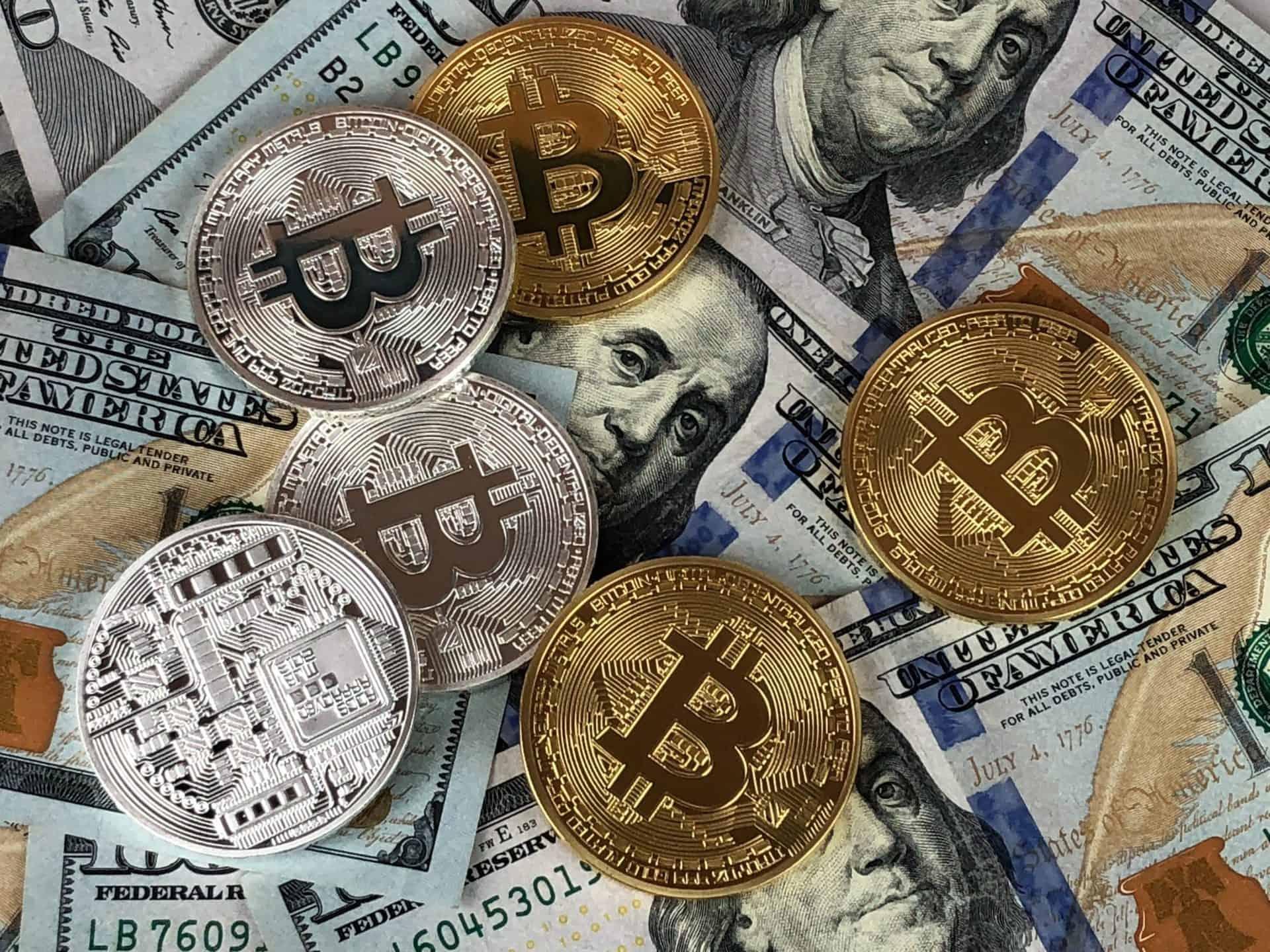 Bitcoin und normale Währungen wie Euro & Dollar im Vergleich