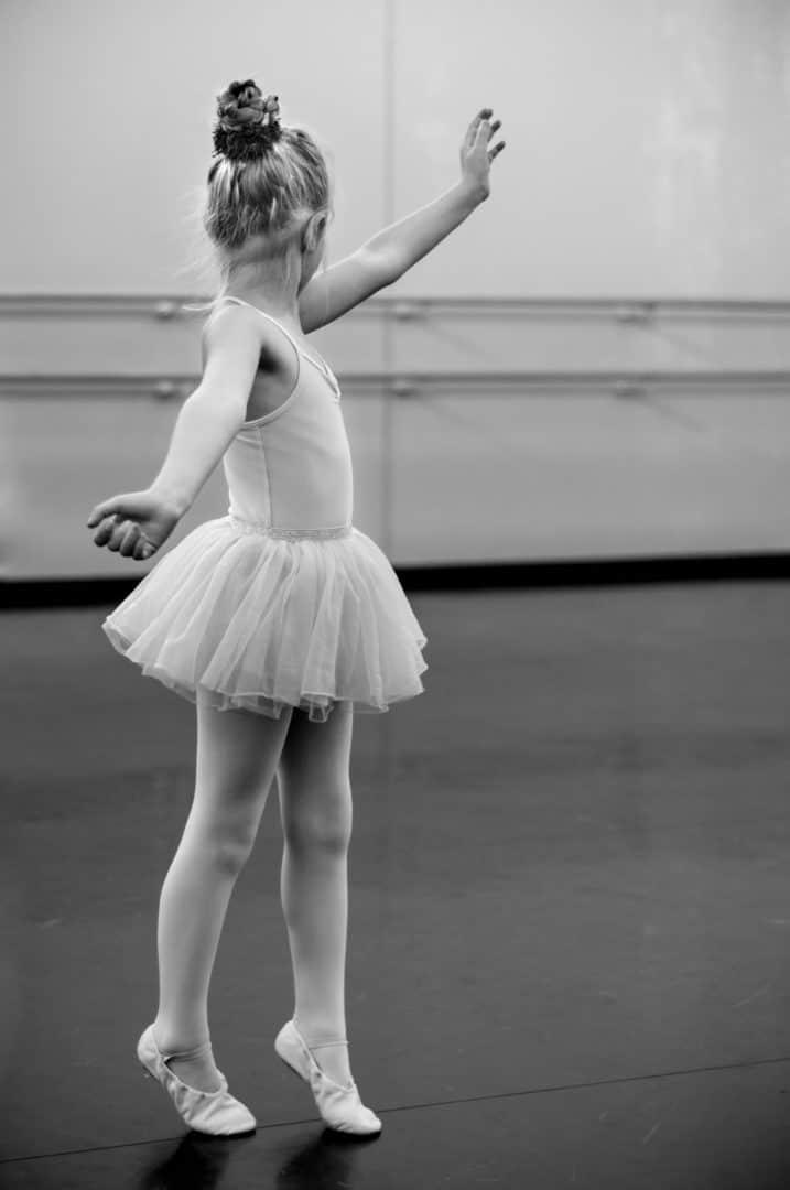 Marsch der Kinder-Ballett-Gruppe