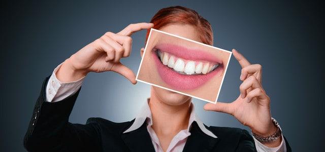 Zahnspangen und Bleaching im Fokus