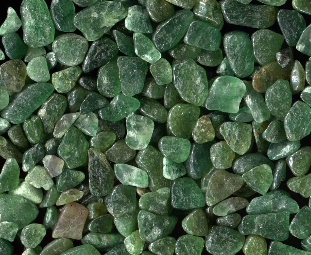 Grüne Steine und Zeolith für die Entgiftung